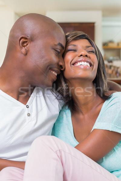 Gelukkig paar ontspannen bank home woonkamer Stockfoto © wavebreak_media
