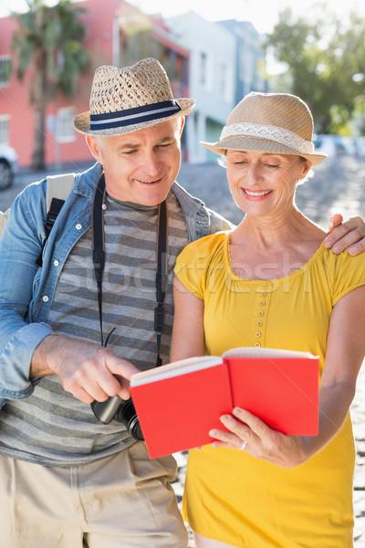 счастливым туристических пару направлять книга город Сток-фото © wavebreak_media