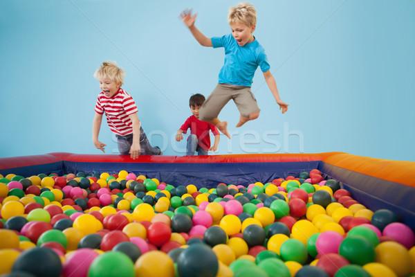 Felice bambini giocare palla piscina party Foto d'archivio © wavebreak_media
