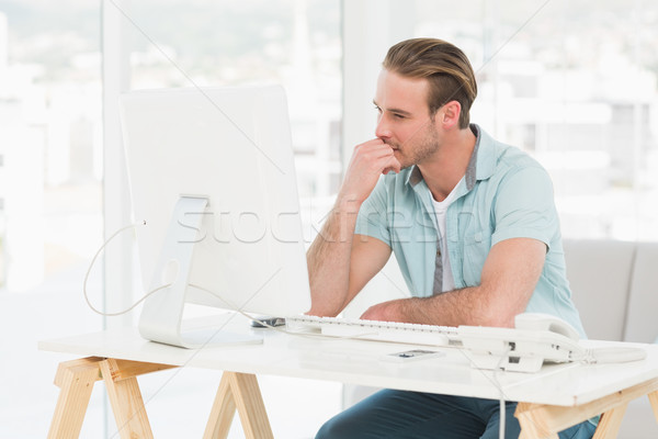 Concentrado empresário trabalhando computador escritório telefone Foto stock © wavebreak_media