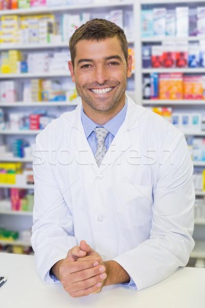 Przystojny farmaceuta uśmiechnięty kamery szpitala apteki Zdjęcia stock © wavebreak_media