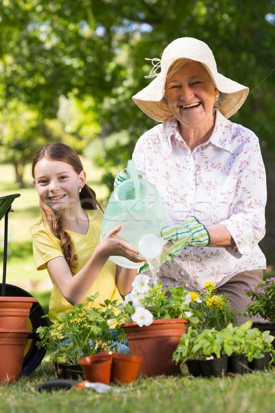 Felice nonna pronipote giardinaggio donna Foto d'archivio © wavebreak_media