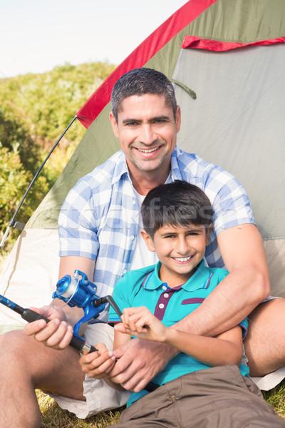 Apa fia vmi mellett sátor napos idő férfi boldog Stock fotó © wavebreak_media