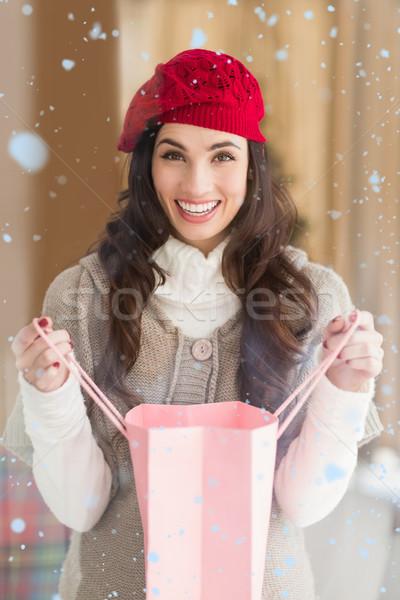 Stockfoto: Afbeelding · gelukkig · brunette · opening · geschenk