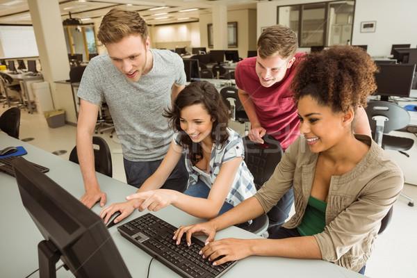 Klasgenoten computerruimte universiteit computer school Stockfoto © wavebreak_media