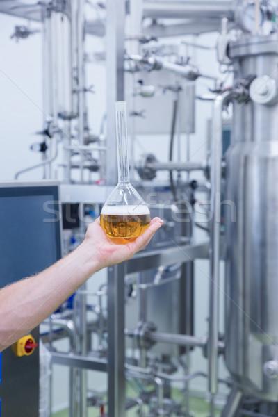 Mano vaso cerveza fábrica industria Foto stock © wavebreak_media
