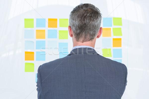 недоуменный бизнесмен глядя пост стены служба Сток-фото © wavebreak_media