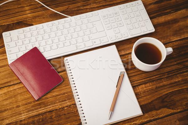 Kalem notepad fincan kahve pasaport klavye Stok fotoğraf © wavebreak_media