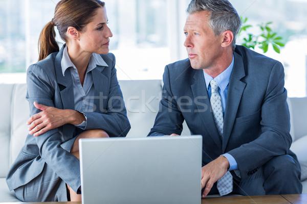 Stockfoto: Zakenlieden · met · behulp · van · laptop · computer · kantoor · laptop · technologie