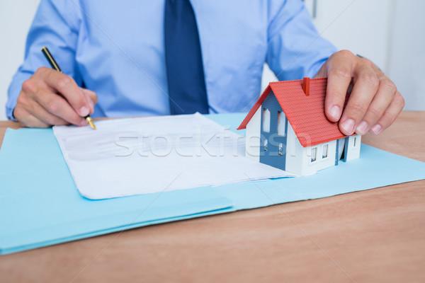 Zakenman lezing ondertekening man pen home Stockfoto © wavebreak_media