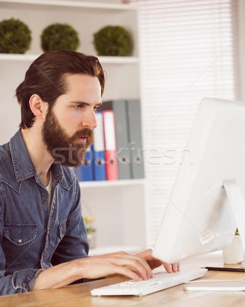Empresário trabalhando secretária escritório tela Foto stock © wavebreak_media