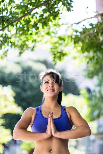 Vreedzaam atletisch vrouw yoga stad sport Stockfoto © wavebreak_media