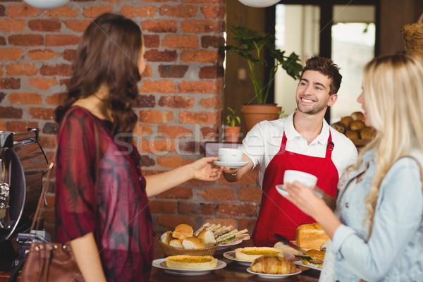 Сток-фото: улыбаясь · официант · кофе · клиентов · кофейня