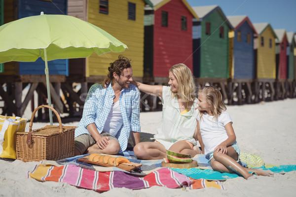 Boldog család ül pléd tengerpart napos idő nő Stock fotó © wavebreak_media