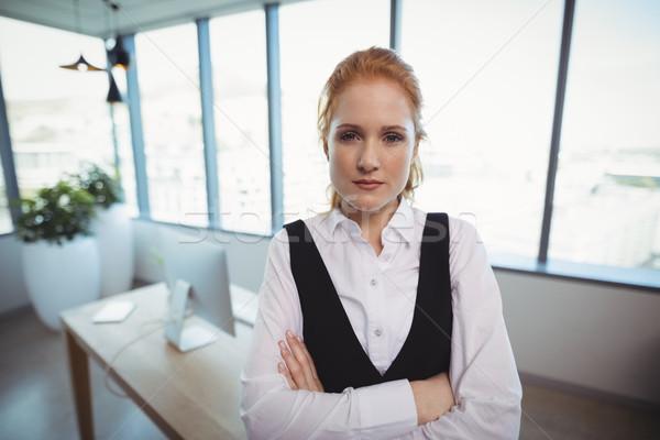 Ritratto piedi braccia incrociate ufficio donna Foto d'archivio © wavebreak_media