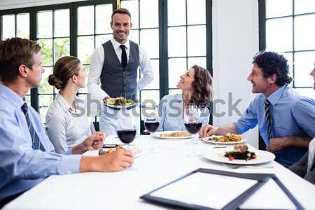 друзей порядка официантка ресторан человека отель Сток-фото © wavebreak_media