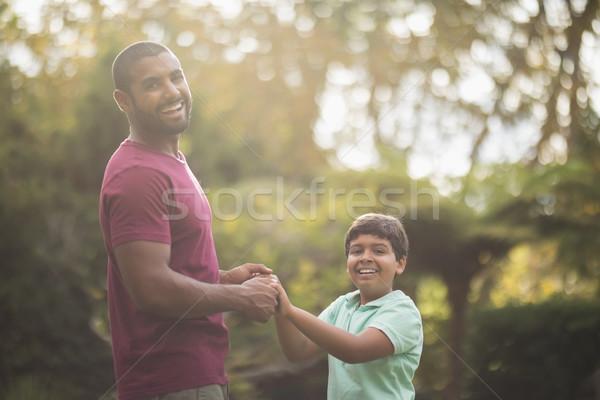 Vrolijk vader zoon spelen park portret familie Stockfoto © wavebreak_media