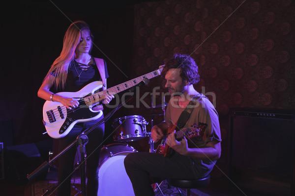Człowiek kobieta nightclub muzyki mikrofon Zdjęcia stock © wavebreak_media