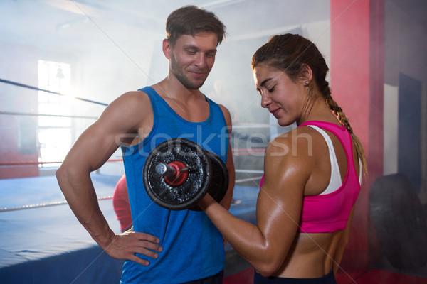 Lächelnd männlich schauen weiblichen Athleten Heben Stock foto © wavebreak_media