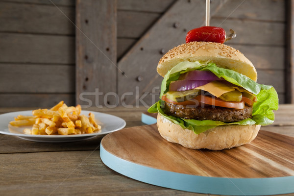Hamburger tagliere primo piano alimentare legno pane Foto d'archivio © wavebreak_media