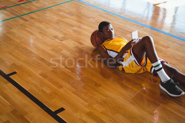 Mobiele telefoon basketbal jongen Stockfoto © wavebreak_media