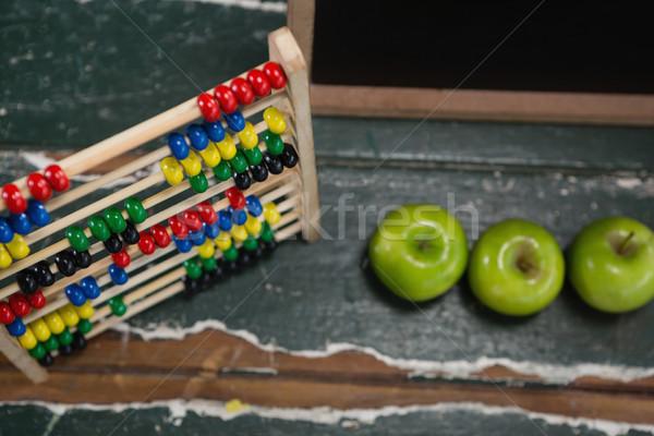 Abakusz zöld almák fa asztal közelkép alma Stock fotó © wavebreak_media