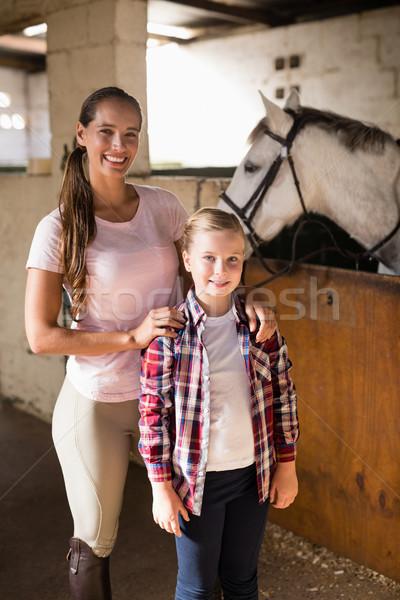 портрет Постоянный лошади стабильный женщину Сток-фото © wavebreak_media
