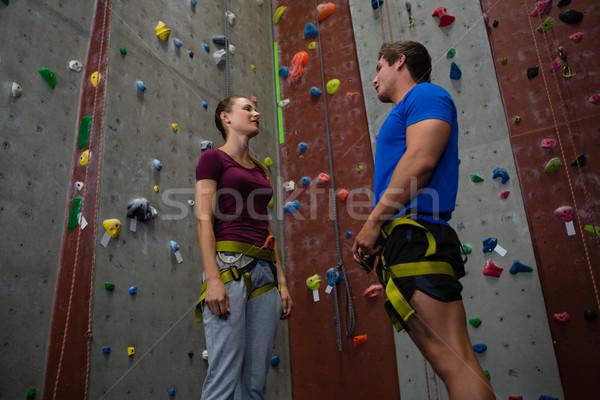 Ausbilder Ausbildung weiblichen Athleten Klettern Wand Stock foto © wavebreak_media