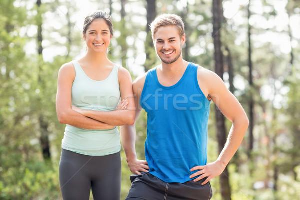 Szczęśliwy biegaczy patrząc kamery charakter kobieta Zdjęcia stock © wavebreak_media