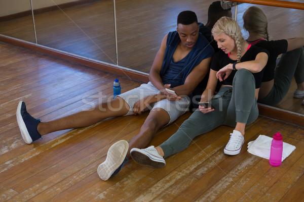 Teljes alakos táncosok telefon stúdió fiatal mobiltelefon Stock fotó © wavebreak_media