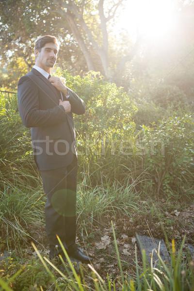 Ritratto sposo piedi parco uomo Foto d'archivio © wavebreak_media