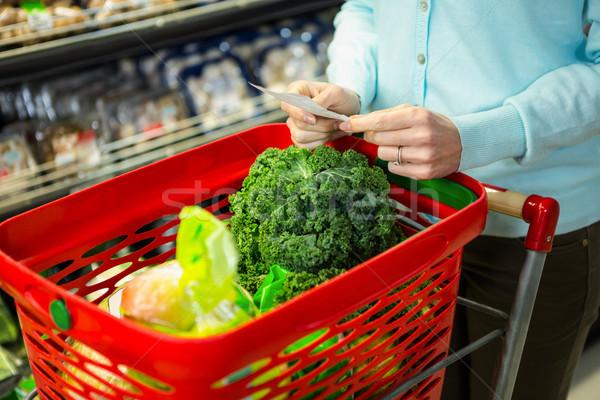 Középső rész nő élelmiszer lista áruház üzlet Stock fotó © wavebreak_media
