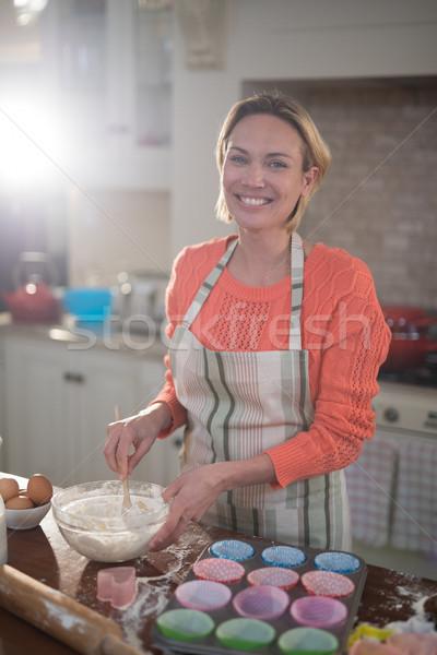Gülümseyen kadın yumurta buğday un çanak portre Stok fotoğraf © wavebreak_media