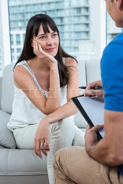 Femme Consulting thérapeute clinique stylo santé Photo stock © wavebreak_media