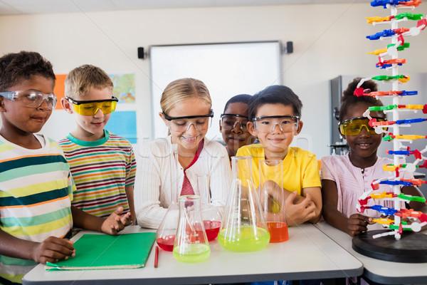 Leerlingen wetenschap klas meisje gelukkig pen Stockfoto © wavebreak_media