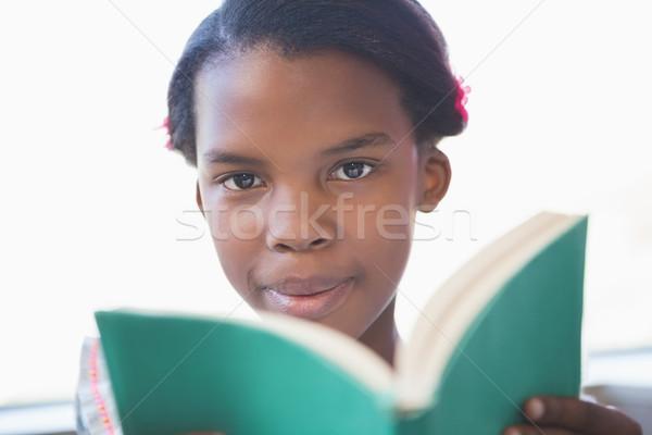 Aluna leitura livro biblioteca retrato escolas Foto stock © wavebreak_media