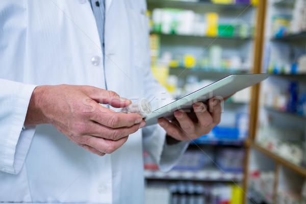 Farmaceuta cyfrowe tabletka apteki działalności medycznych Zdjęcia stock © wavebreak_media