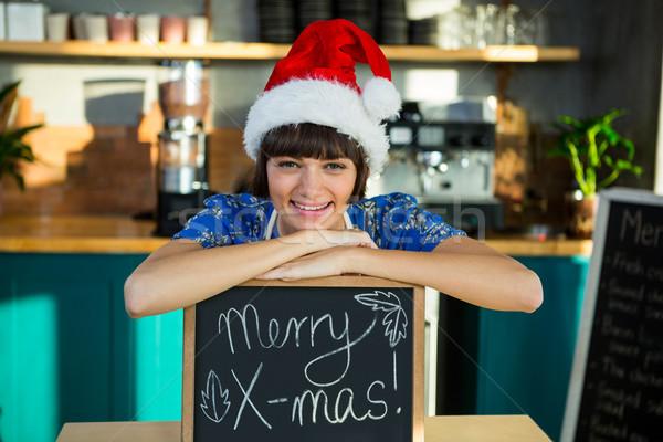 Sonriendo camarera sombrero sesión Foto stock © wavebreak_media