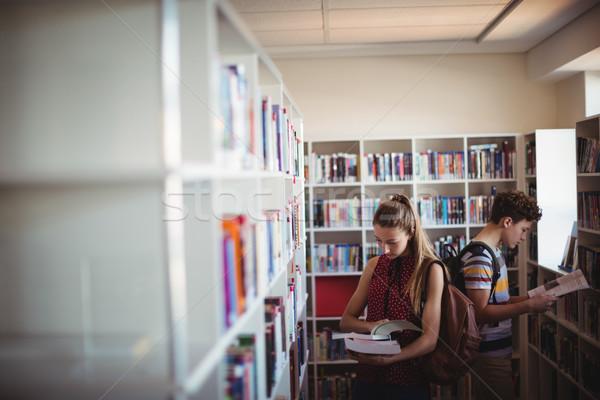 внимательный Одноклассники чтение книга библиотека школы Сток-фото © wavebreak_media