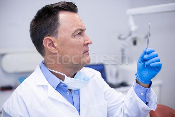 Dentista herramientas dentales clínica hombre comunicación Foto stock © wavebreak_media