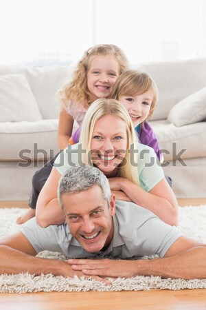 Portrait heureux parents enfants lit Photo stock © wavebreak_media