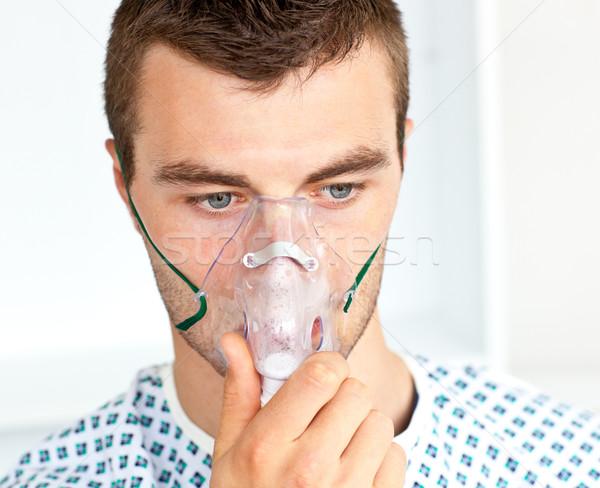 Retrato atractivo paciente máscara mirando piso Foto stock © wavebreak_media