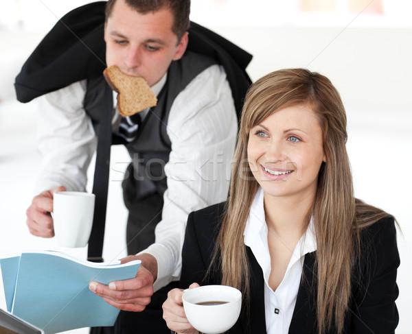 Zakenman haast vriendin drinken koffie witte Stockfoto © wavebreak_media