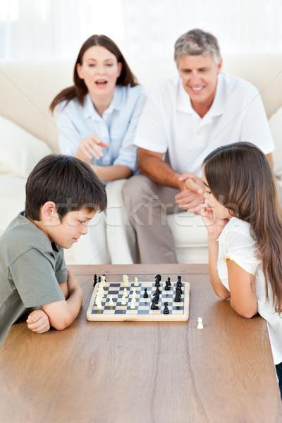 Foto stock: Padres · mirando · ninos · jugando · ajedrez · mujer