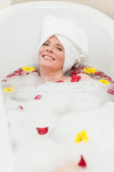 Gyönyörű nő elvesz megnyugtató fürdőkád törölköző fej Stock fotó © wavebreak_media