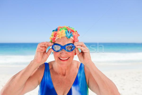 Idős nő fürdőruha tengerpart lány mosoly Stock fotó © wavebreak_media
