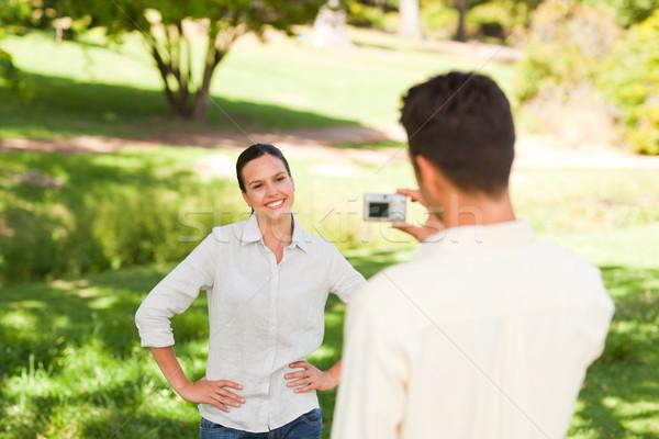 Man foto vriendin familie glimlach Stockfoto © wavebreak_media