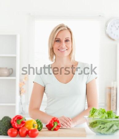 Charmant femme prêt manger sandwich déjeuner Photo stock © wavebreak_media