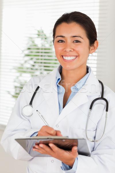 Stock fotó: Vonzó · nő · orvos · sztetoszkóp · ír · notebook · áll