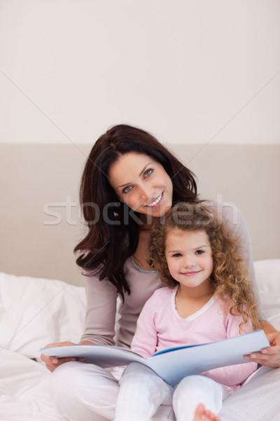 Młodych matka córka czytania książki wraz Zdjęcia stock © wavebreak_media